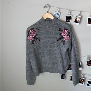 Sweaters - grey cropped sweater with embroidered roses